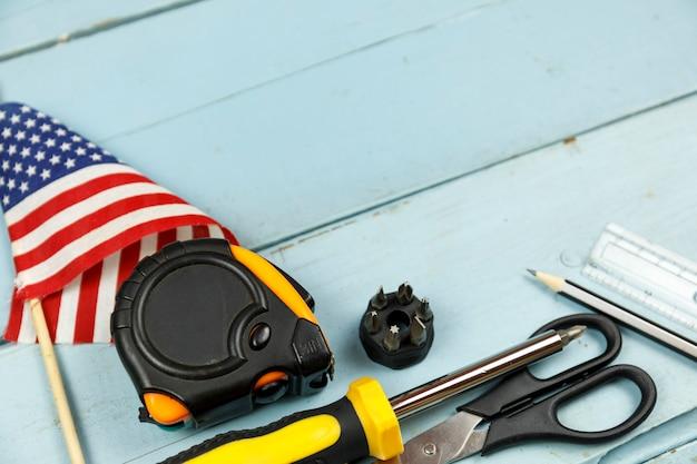 Bonne fête du travail outils de construction Photo Premium