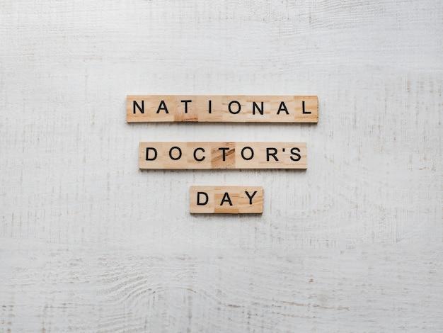 Bonne journée nationale du docteur. belle carte. fond isolé Photo Premium