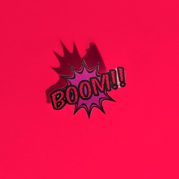 Boom texte comique bulle effet de bruit de style pop art style sur fond rouge Photo gratuit