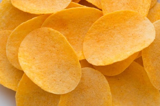 Bouchent Les Chips De Pommes De Terre Sur La Vue De Dessus En Bois Photo Premium