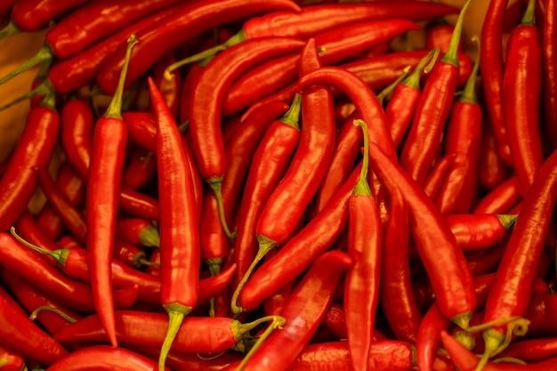 Bouchent le fond du piment rouge chaud du chili. Photo Premium