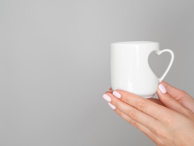 Bouchent La Tasse Avec La Poignée De Coeur Photo gratuit