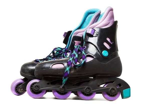 Bouchent la vue des patins à roues alignées isolé sur fond blanc. Photo Premium