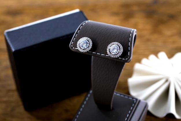 Boucles d'oreille en diamant Photo Premium