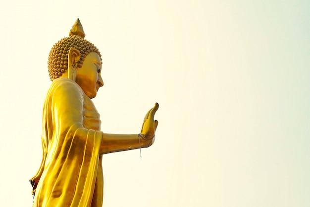 Bouddha doré au temple wat that thong, thaïlande Photo Premium