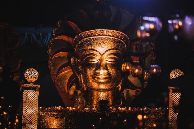Le Bouddha D'or En Inde Photo Premium