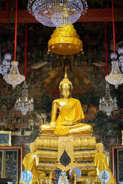 Bouddha à wat arun, bangkok, thaïlande Photo gratuit