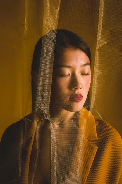 Boudoir portrait de femme asiatique Photo gratuit