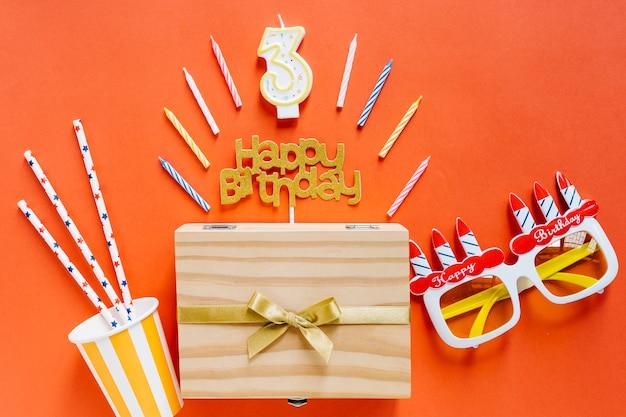 Bougie D'anniversaire Vue De Dessus Avec éléments D'anniversaire Photo gratuit