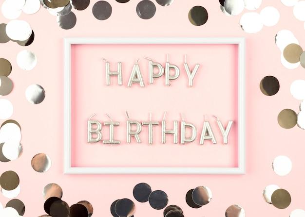 Bougies D'anniversaire à Plat Avec Cadre Photo gratuit