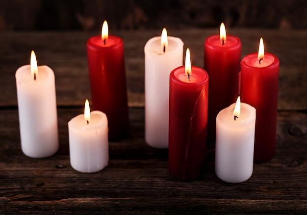 Bougies Blanches Et Rouges Photo gratuit