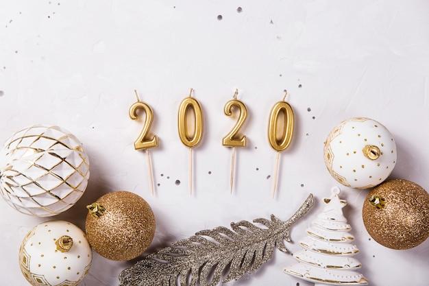 Bougies de noël 2020 comme symbole de la nouvelle année Photo Premium