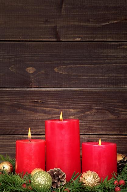 Bougies De Noël Avec Fond En Bois Photo gratuit
