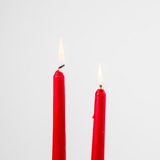 Bougies rouges brûlantes Photo gratuit