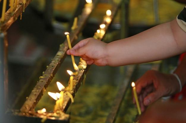 Bougies, temple, bouddhisme Photo Premium