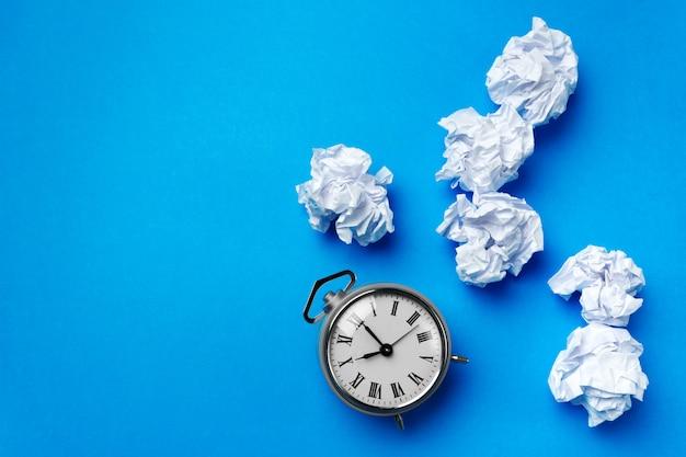 Boule de papier blanc Photo Premium