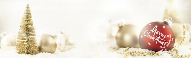 Boules De Noël Et Arbre Photo gratuit