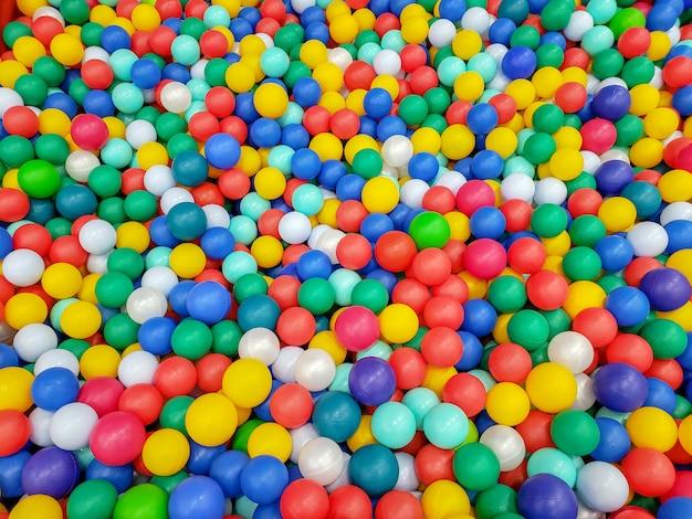 Boules En Plastique Colorées Photo Premium
