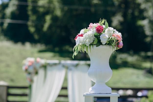 Bouquet dans un vase Photo gratuit