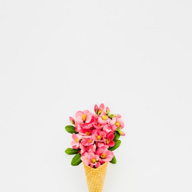 Bouquet de fleurs au cornet Photo gratuit