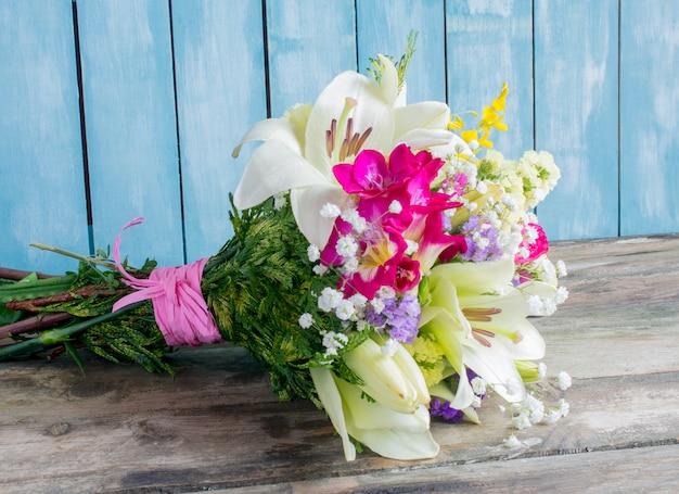 Bouquet De Fleurs Variées De Différentes Couleurs Photo Premium