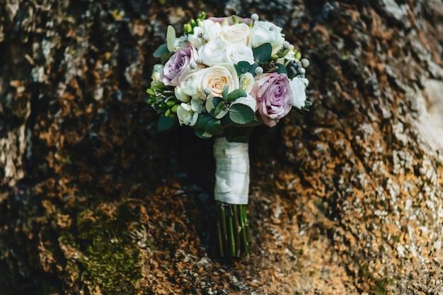 Bouquet de mariage et décoration de mariage, fleurs et arrangements floraux de mariage Photo Premium