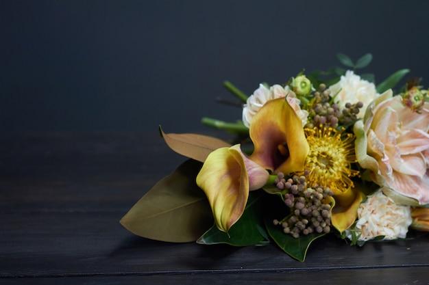 Bouquet Nu Dans Un Style Vintage Sur Dark Photo Premium