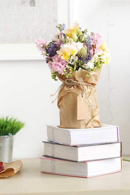 Bouquet Sur La Table Photo gratuit
