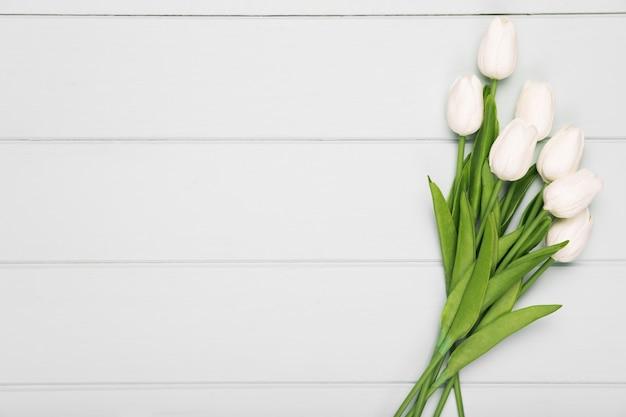 Bouquet De Tulipes Blanches Avec Copie-espace Photo gratuit