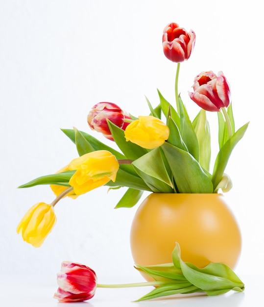 Bouquet De Tulipes Colorées Dans Un Vase Photo Premium