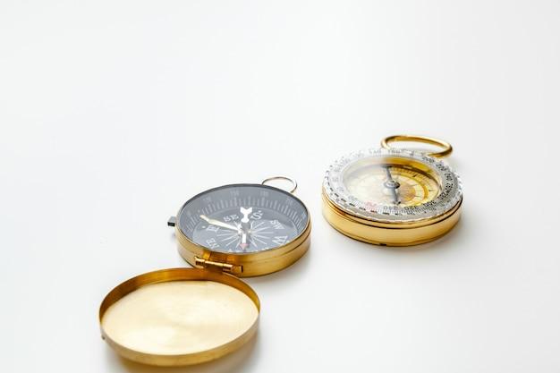 Boussole en métal isolé se bouchent Photo Premium