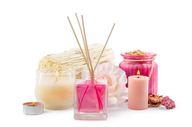 Bouteille D'huile Essentielle Aromatique Ou Spa Ou Huile De Parfum Naturel Avec Fleur Sèche Photo Premium