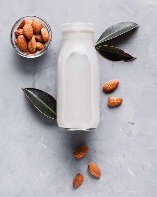 Bouteille de lait plate aux amandes Photo gratuit