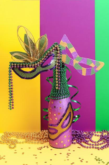 Bouteille de papier adhésif violet bricolage mardi gras Photo Premium