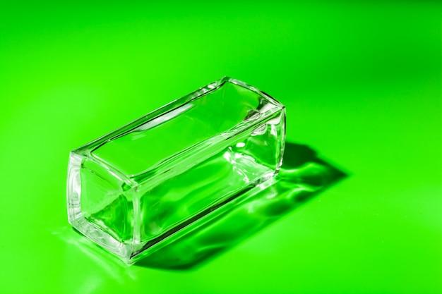 Bouteille de verre de parfum. eau de toilette Photo Premium