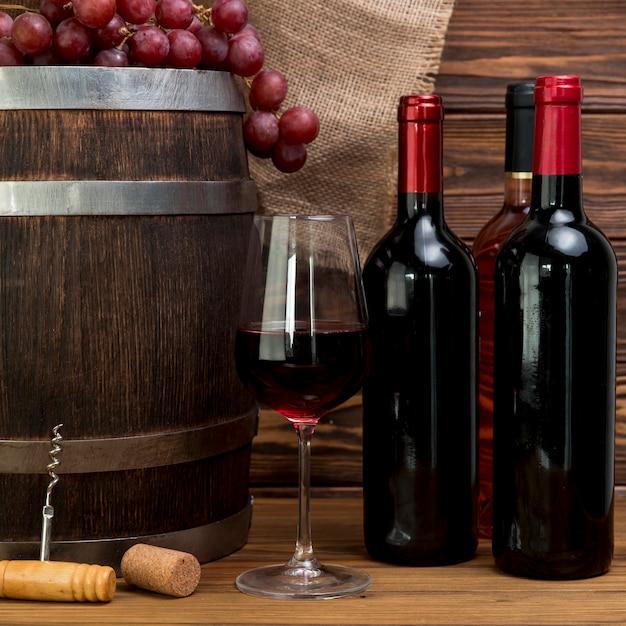 Bouteille Et Verre De Vin Rouge Photo gratuit