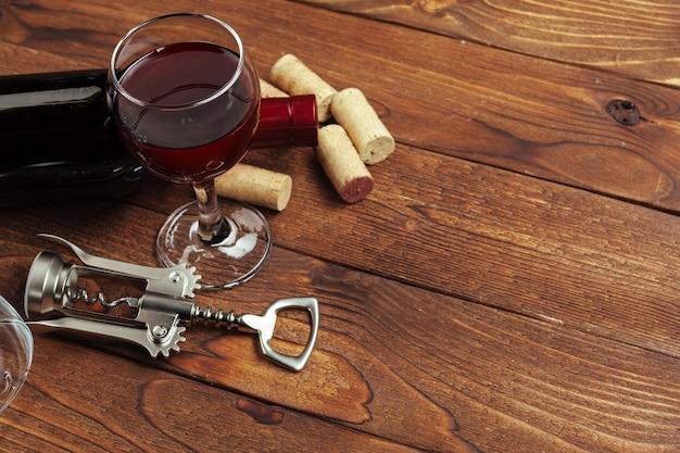 Bouteille De Vin Rouge, Verre à Vin Et Tire-bouchon Photo Premium