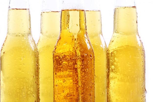 Bouteilles de bière fraîche et fraîche. Photo gratuit
