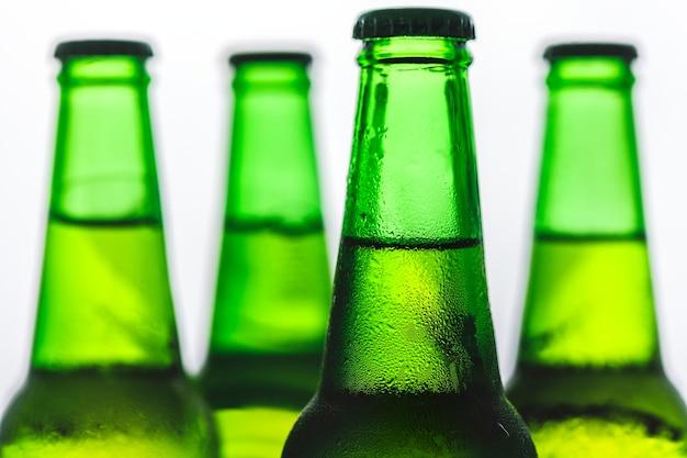 Bouteilles de bière froide Photo gratuit