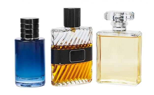 Bouteilles De Parfum Isolés Sur Fond Blanc Photo Premium