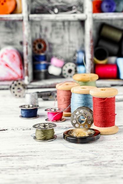 Boutons et fil. Photo Premium
