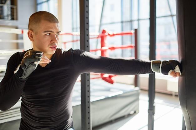 Boxeur Professionnel Déterminé Photo gratuit