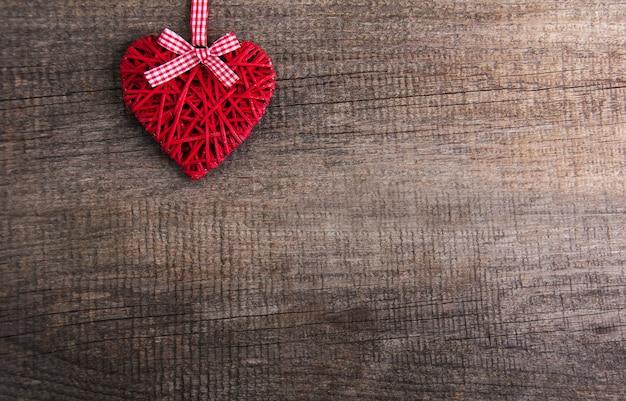 Branches d'arbres de noël avec décoration coeur Photo Premium