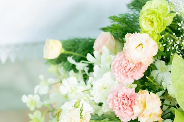 Branches de décoration de mariage bouquet de belles fleurs Photo Premium