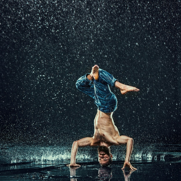 Break Danseur Dans L'eau Photo gratuit