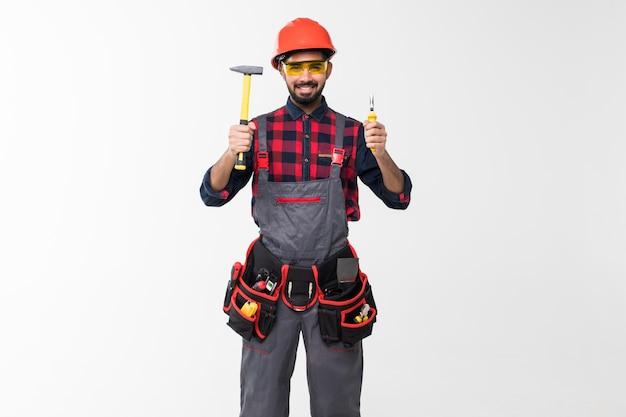 Bricoleur Indien Professionnel Avec Des Outils De Construction. Rénovation De Maison. Photo Premium
