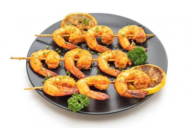 Brochettes de crevettes tigrées grillées au citron Photo Premium