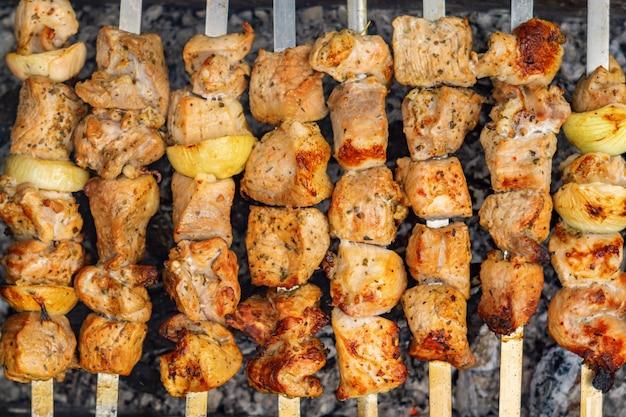 Brochettes de shish kebab du caucase Photo Premium