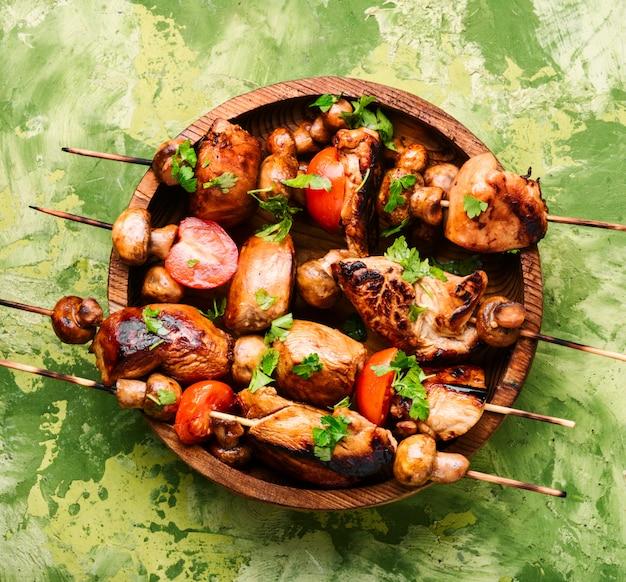 Brochettes de shish kebab grillées Photo Premium