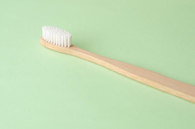 Brosse à Dents En Bambou Naturel Photo Premium